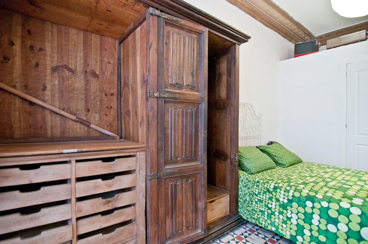 double room in gotic city center (2
