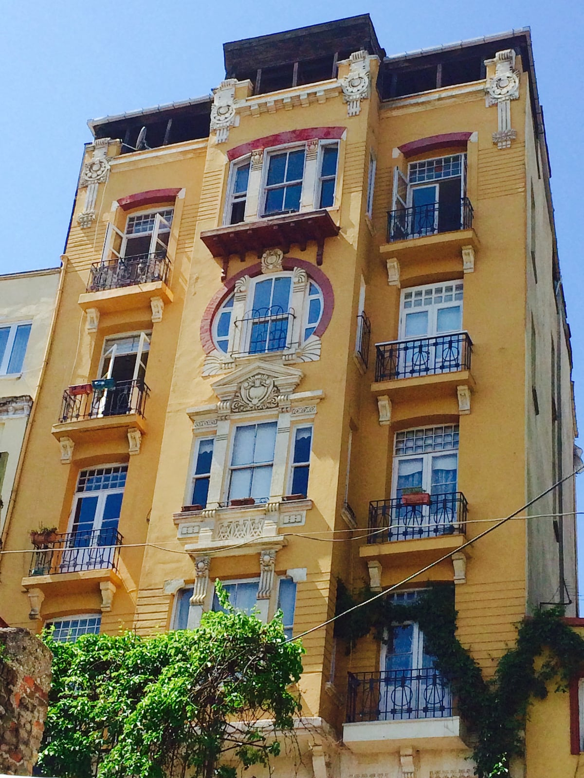 2 BR in charming Galata Art street