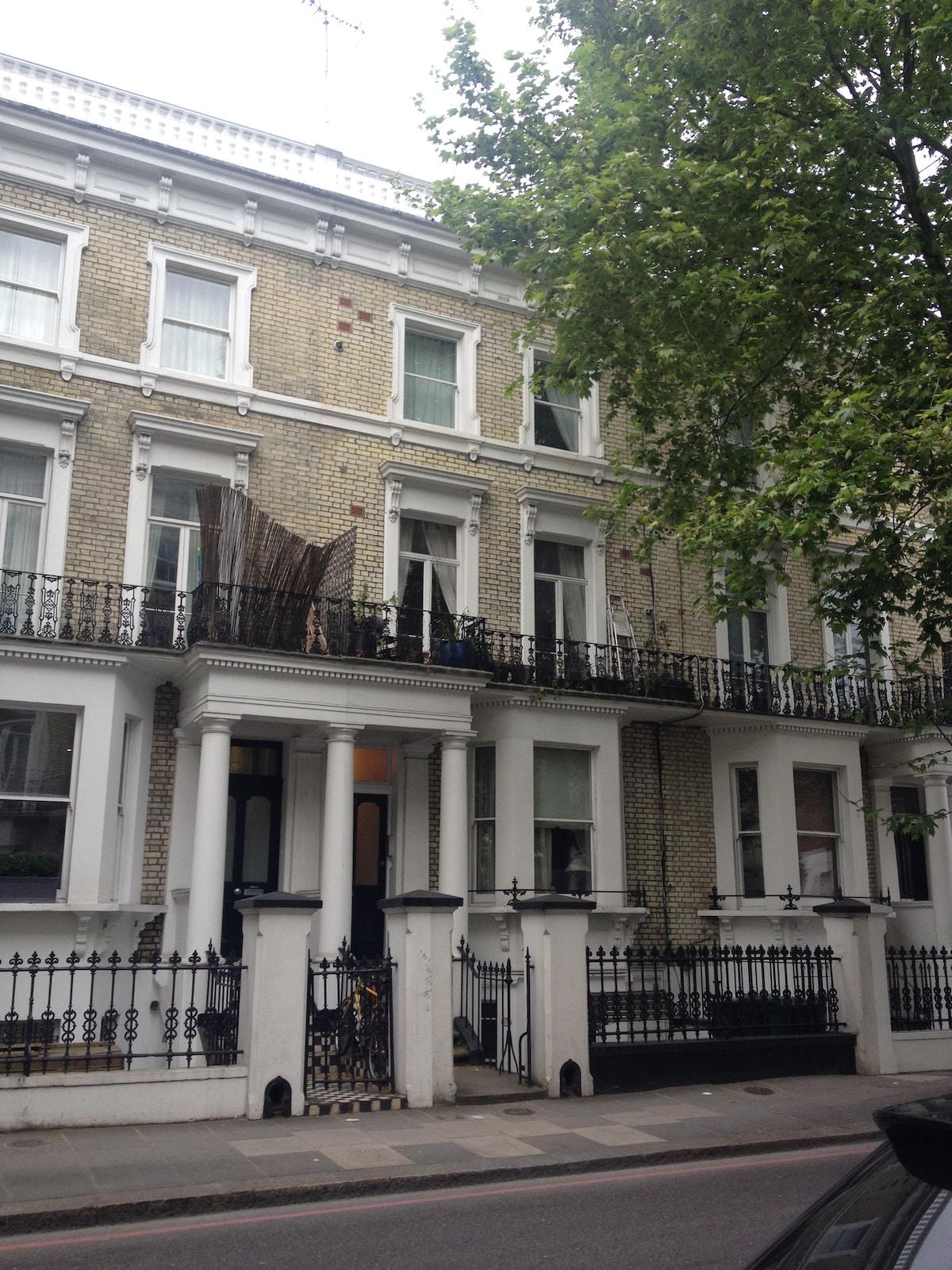 Cosy bedroom in Chelsea flat