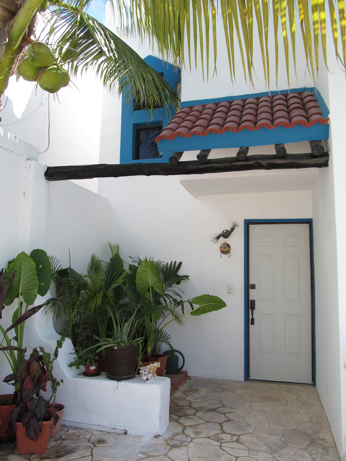 Casa del Mar --steps from the beach