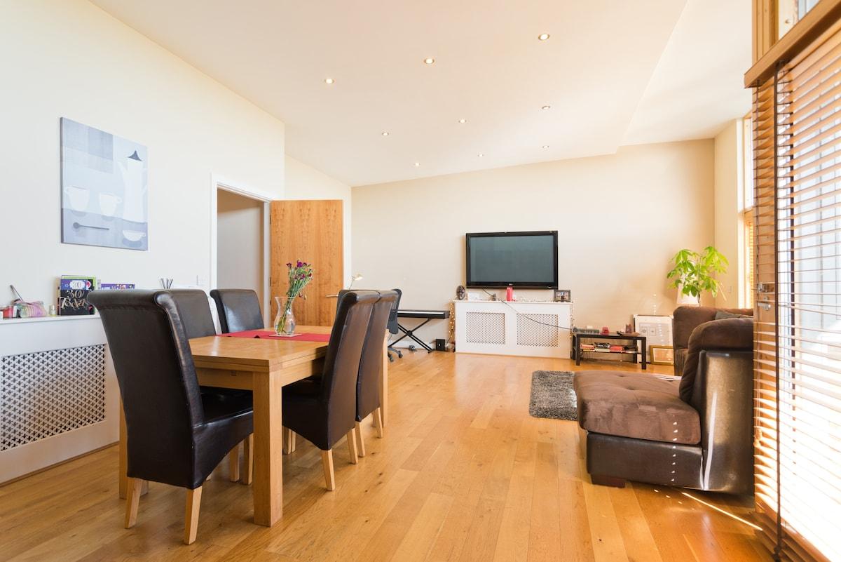 Lovely bedroom & modern apartment