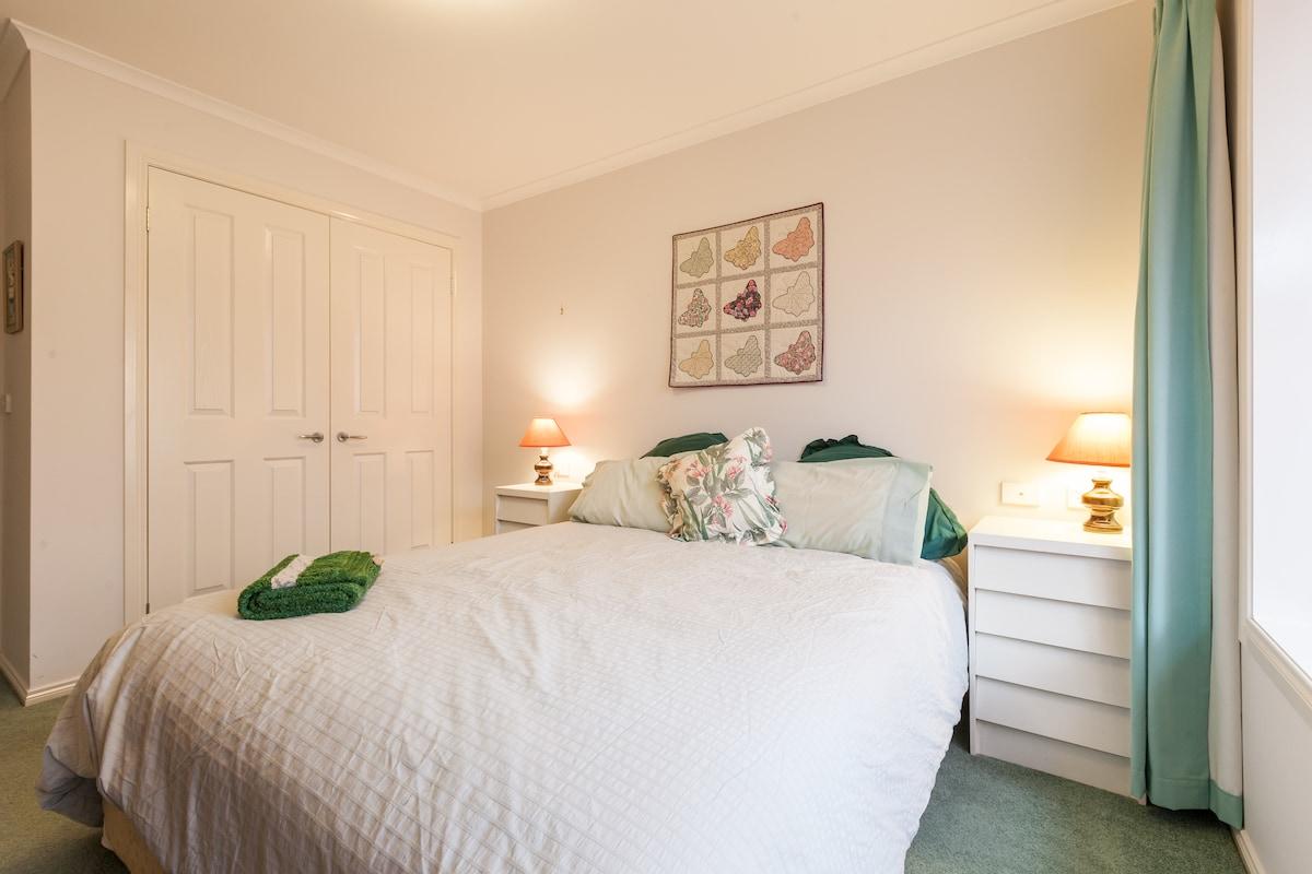 Central location, comfy queen bed