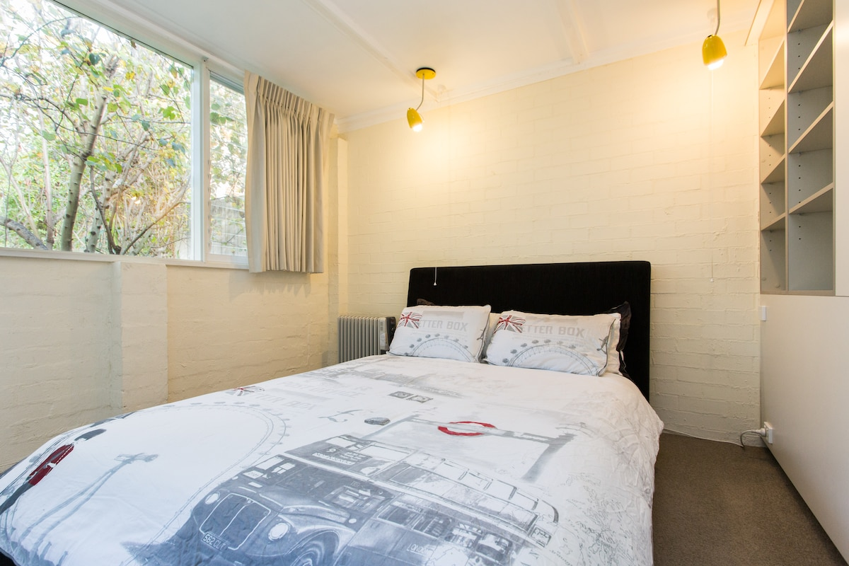 Private bungalow+ensuite 4km to CBD