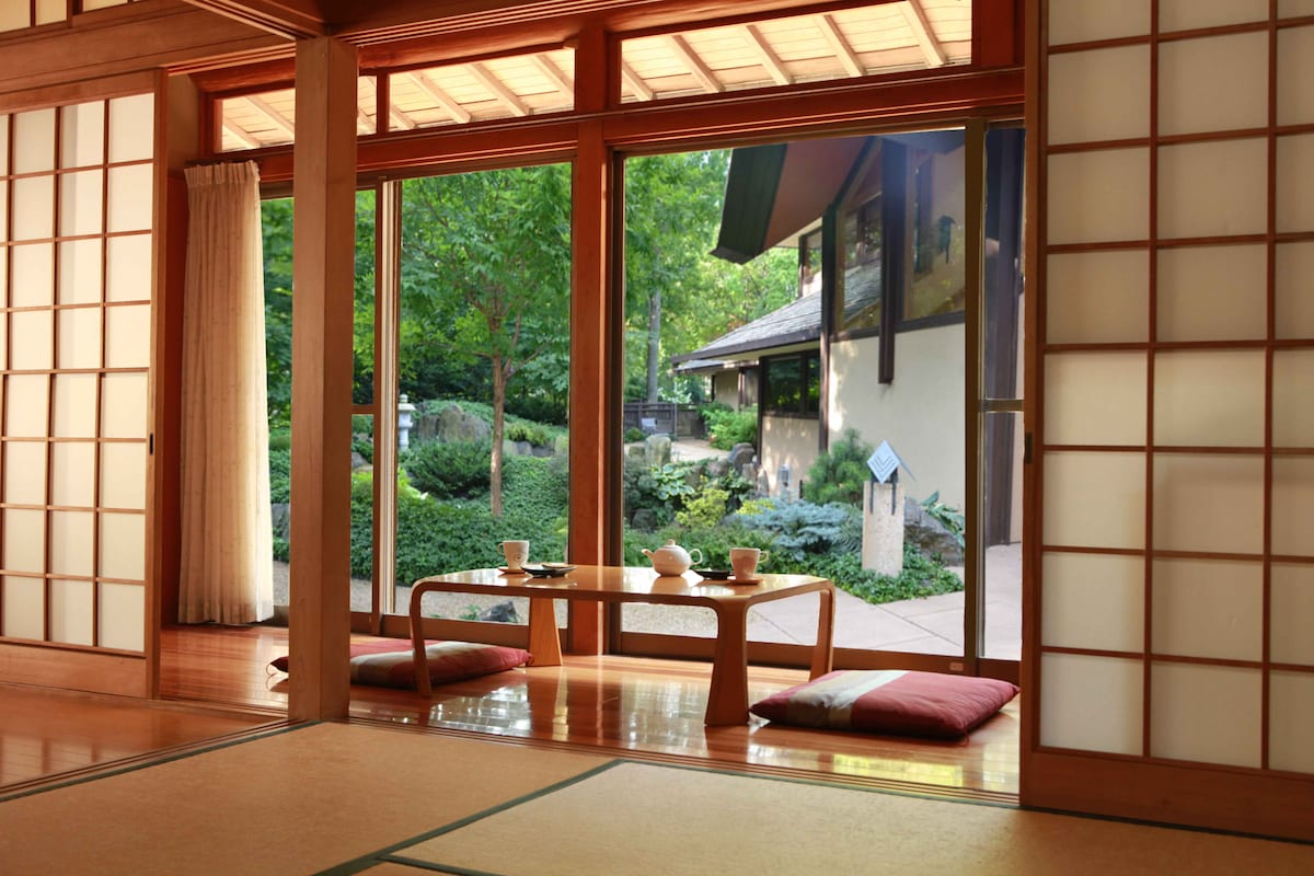 Trad/Mod Japanese Home with Onsen