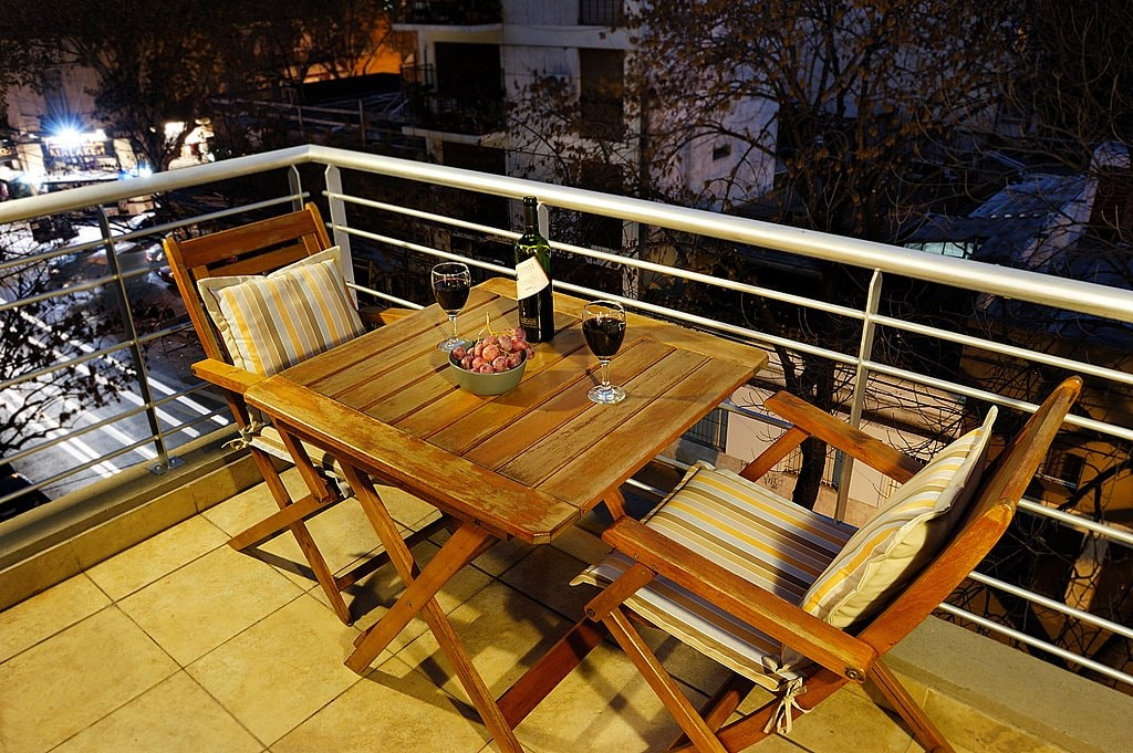 The table and chairs on your private patio are a great place to relax and have a glass of Malbec.