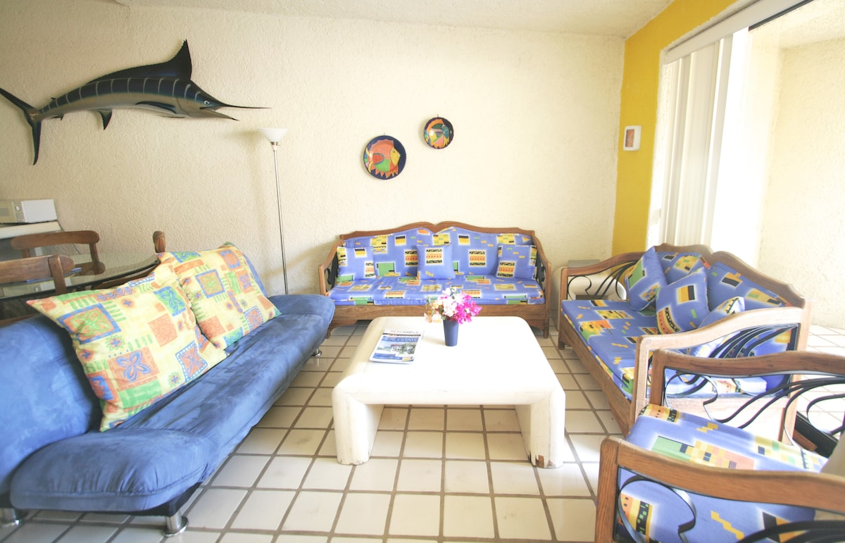 Location!! Cheapest Rates on Beach!