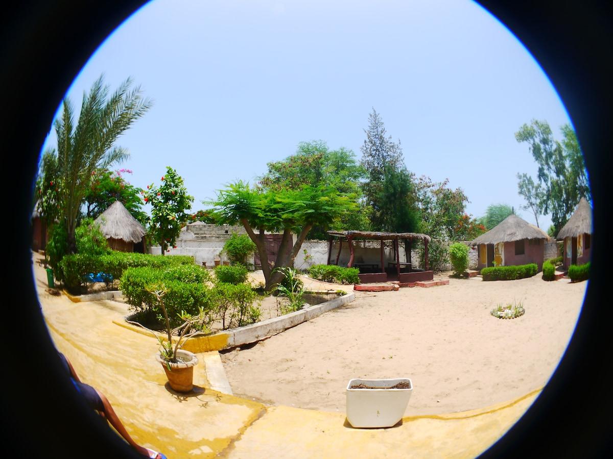 Auberge des deux baobabs, Warang