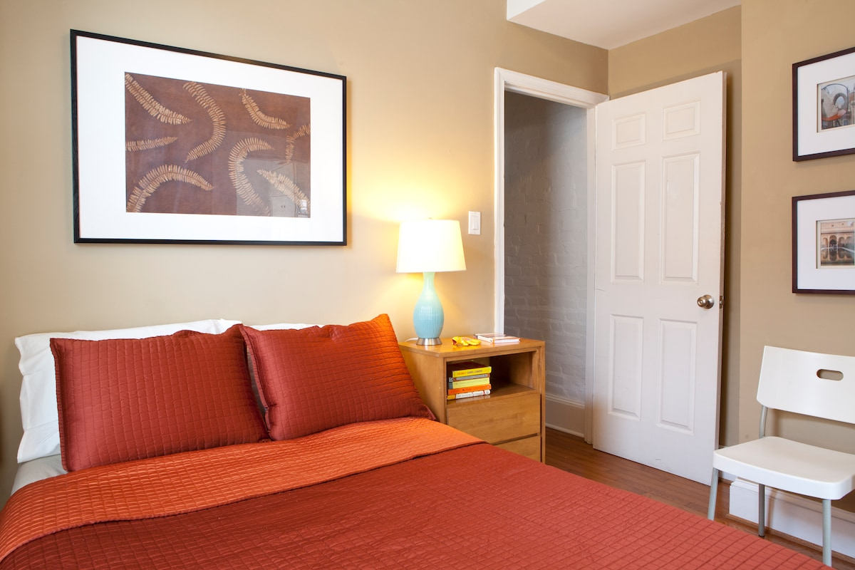 The bedroom has a double bed, television, free wifi and a dresser and side table for your things.