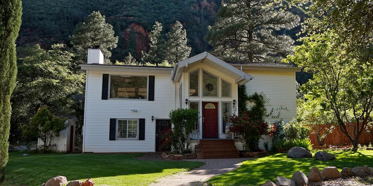 Beautiful home in Oak Creek Canyon