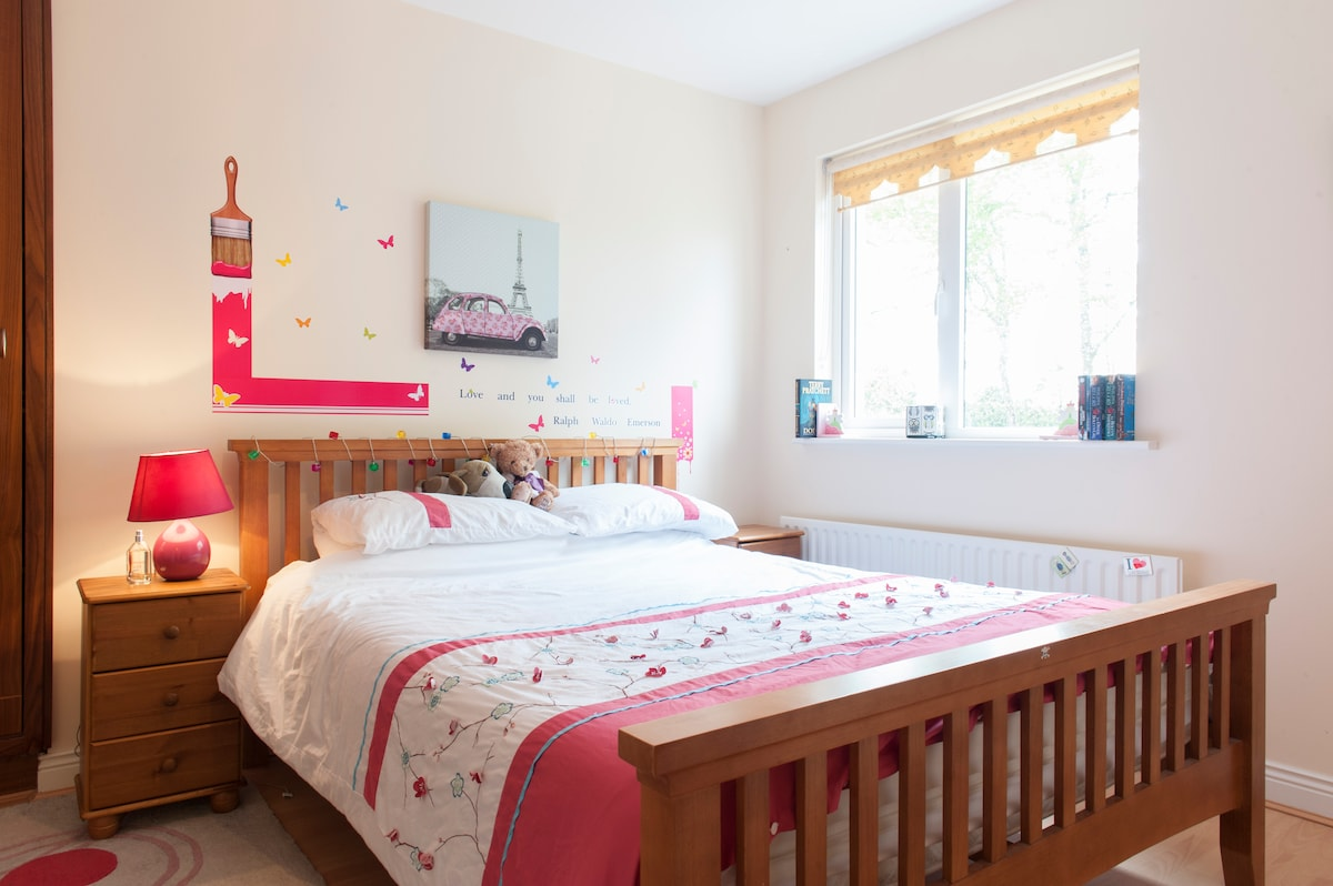 Bright 2 bed Tayto Park 4 mins away