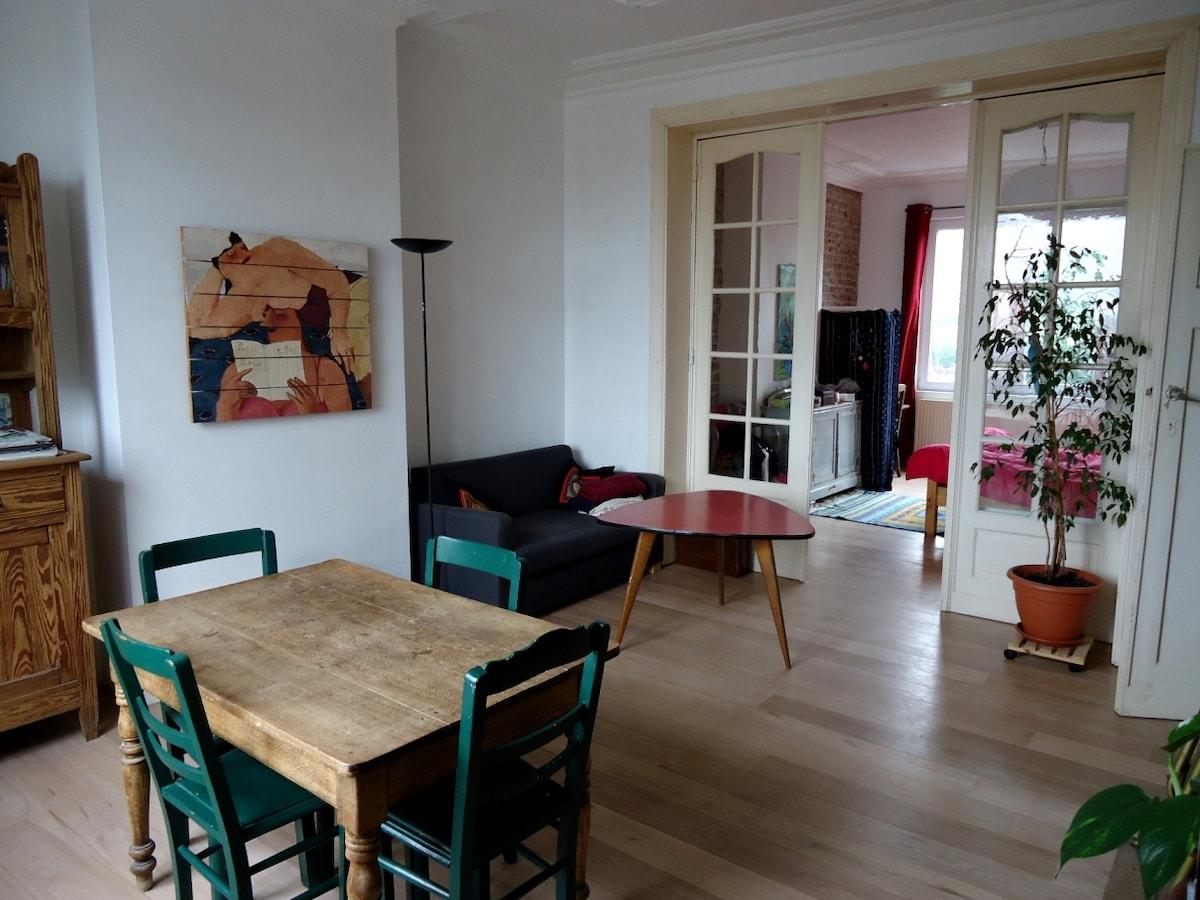 Appart 55 m2 -near metro Belgica