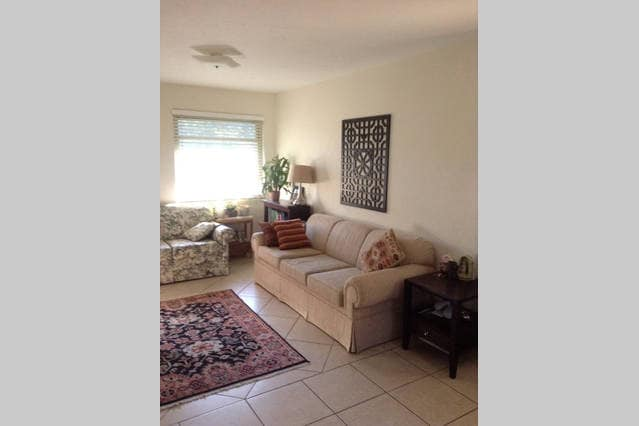 Cozy guest room close to downtown