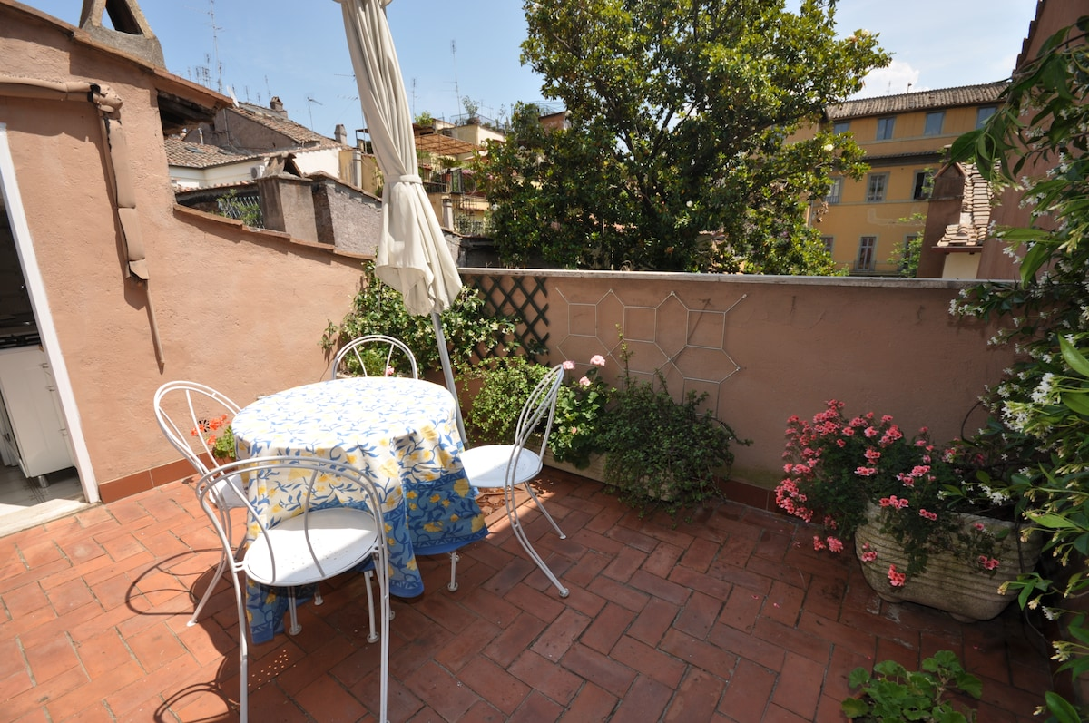 Penthouse Navona, furnished terrace