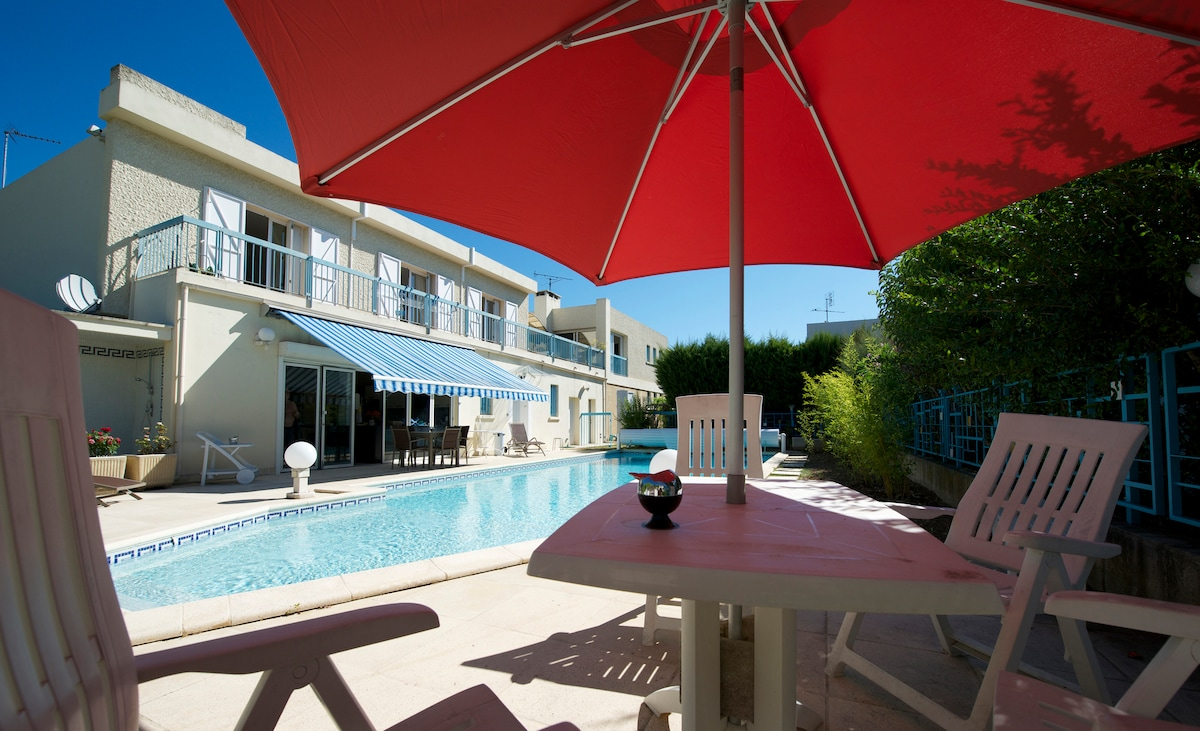 Nice house with pool in Nimes