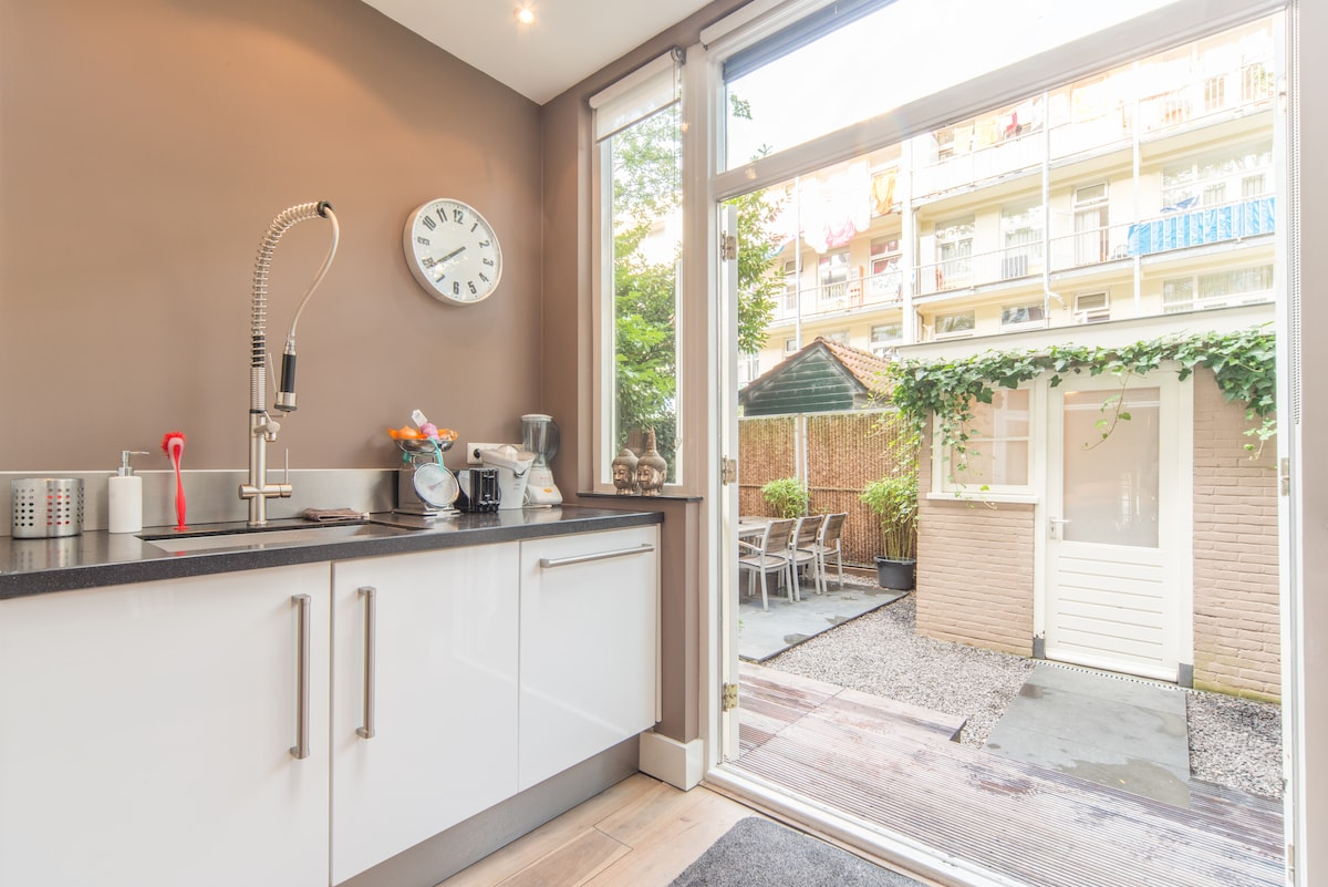 Kitchen with access to the garden