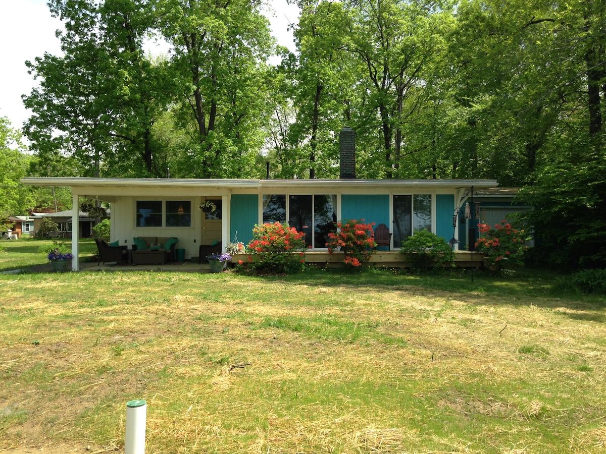 Birders Bluff Cottage - Lakefront!