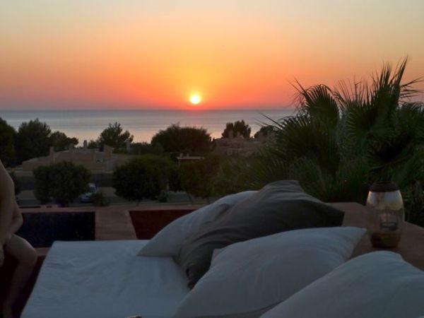 Spectacular sunset villa