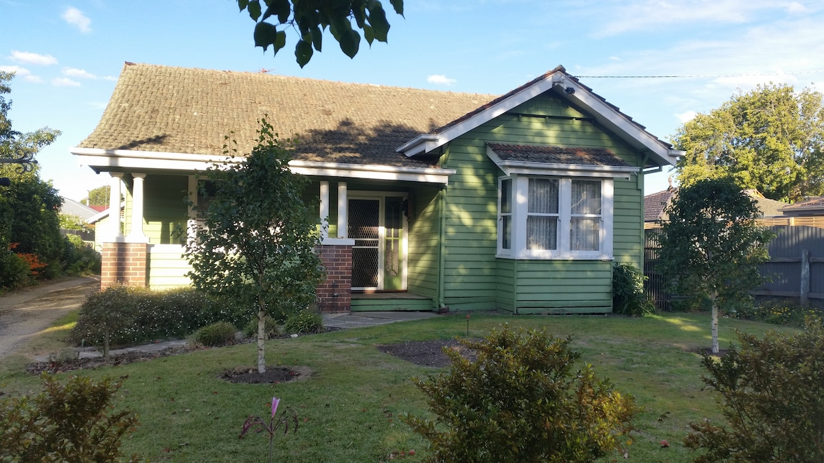Old Californian Bungalow 3 Br Home