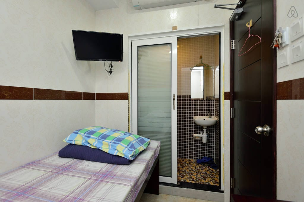 TWIN beds 2mins walking to MTR Exit