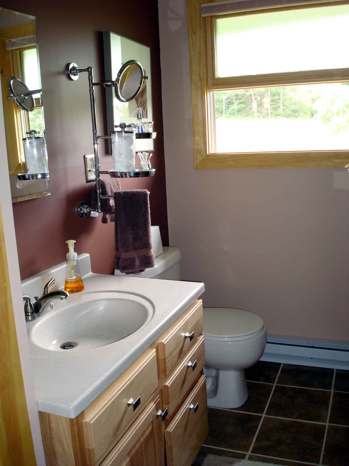 Our new guest bath is always pristine clean when you arrive. Lots of towels