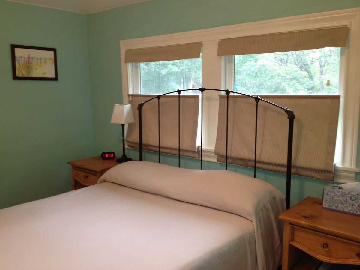 The double bed has a tempurpedic mattress and is really comfortable.