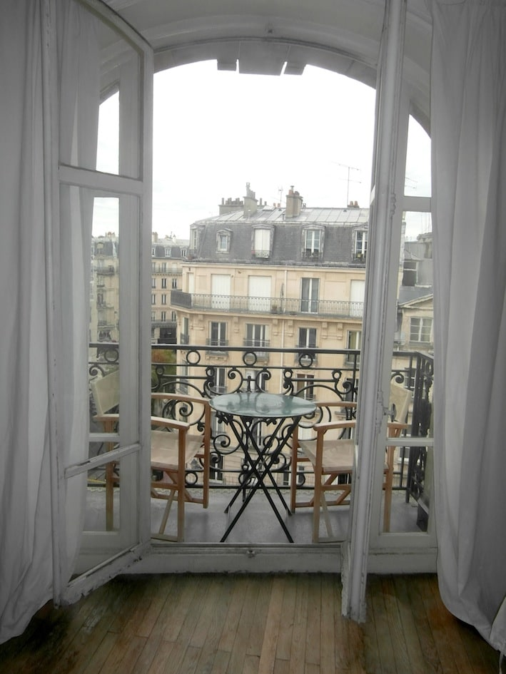 3 BALCONIES to breakfast in couple viewing the Old Paris