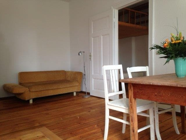 45 m2 quiet, sunny and neat flat.