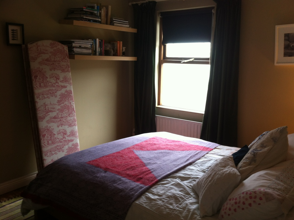 Double bed 3 to rear of house