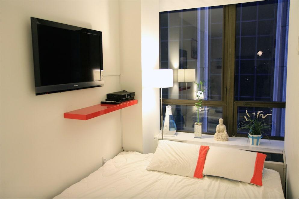 Private Room 1 in Huge Luxury Apt