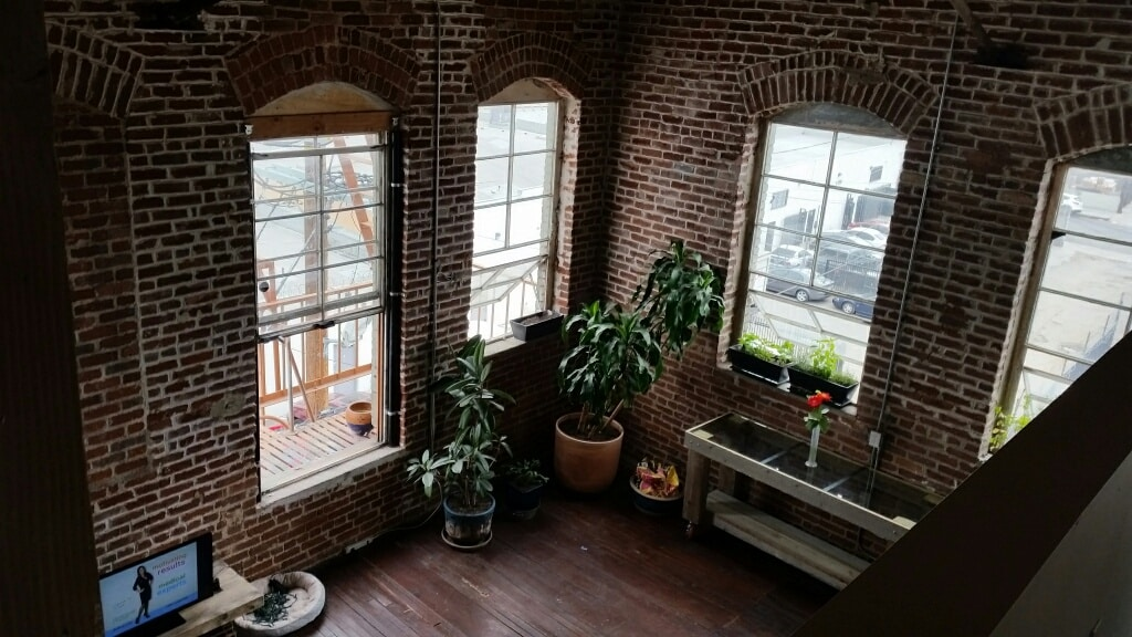 Private Room in Cool Downtown Loft!