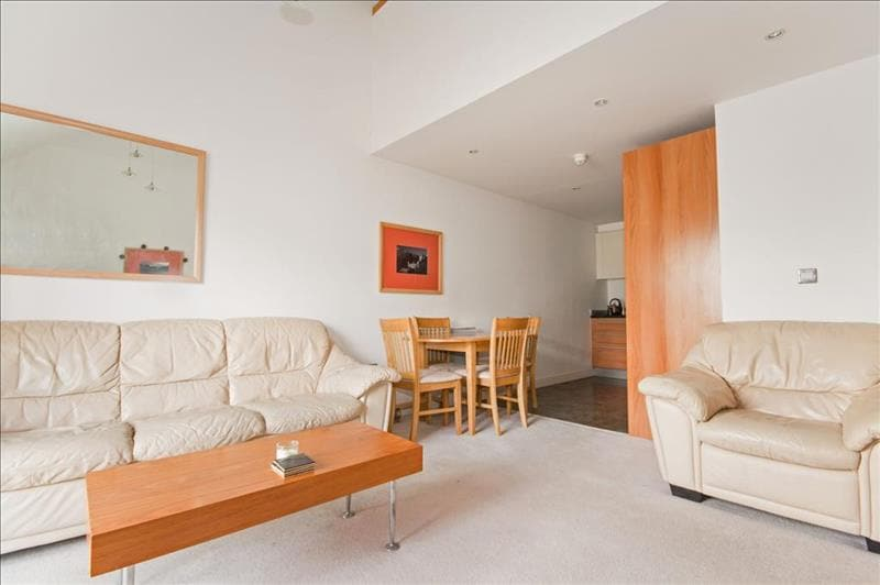 Luxury penthouse 5 mins to Gatwick