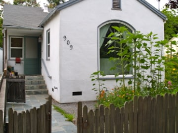 Sweet Cottage 2BD/1BT - Family Home