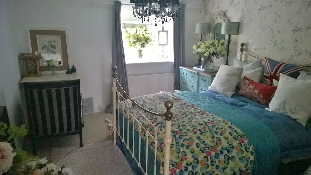 Fully Furnished Double Room For Let