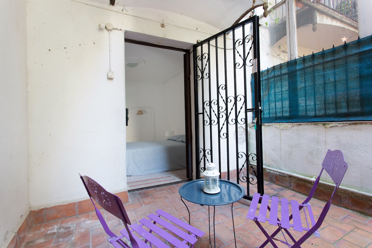 Central double room-private terrace
