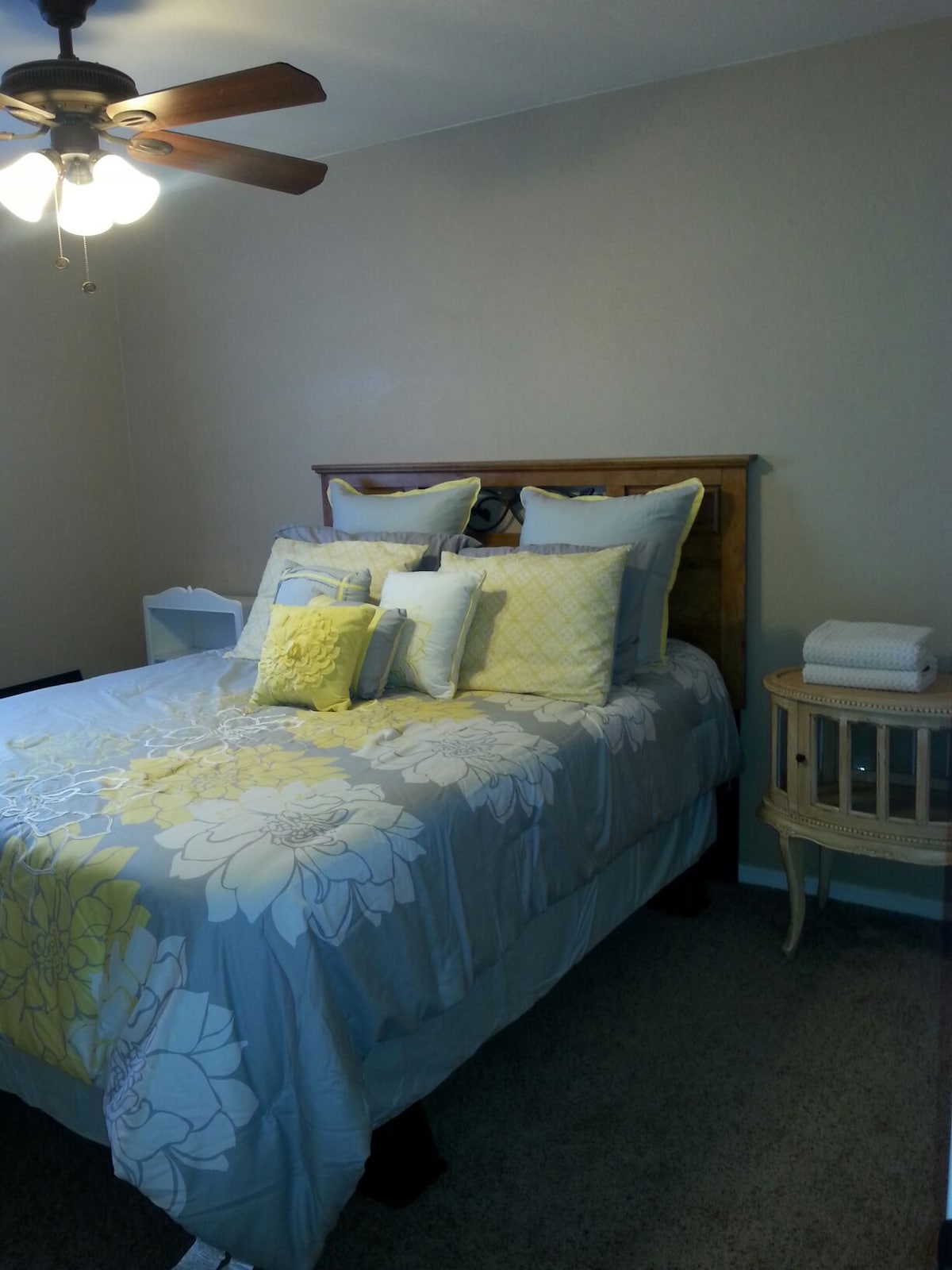 Cute, comfortable and clean room!