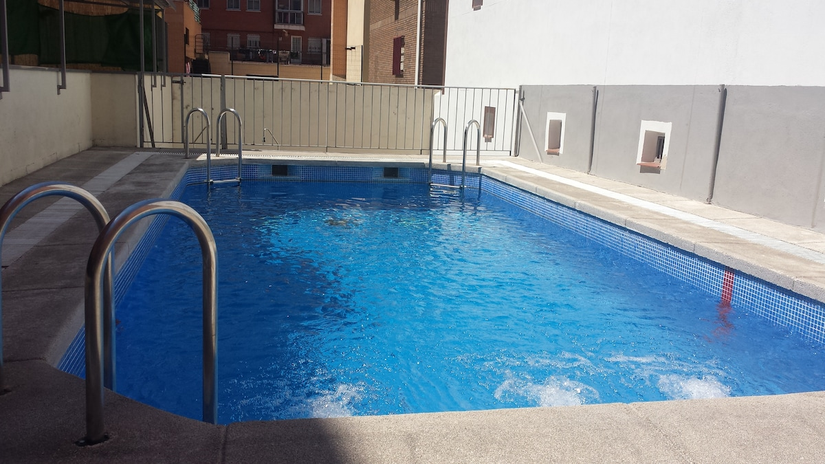 swimmingpool and parking near cente