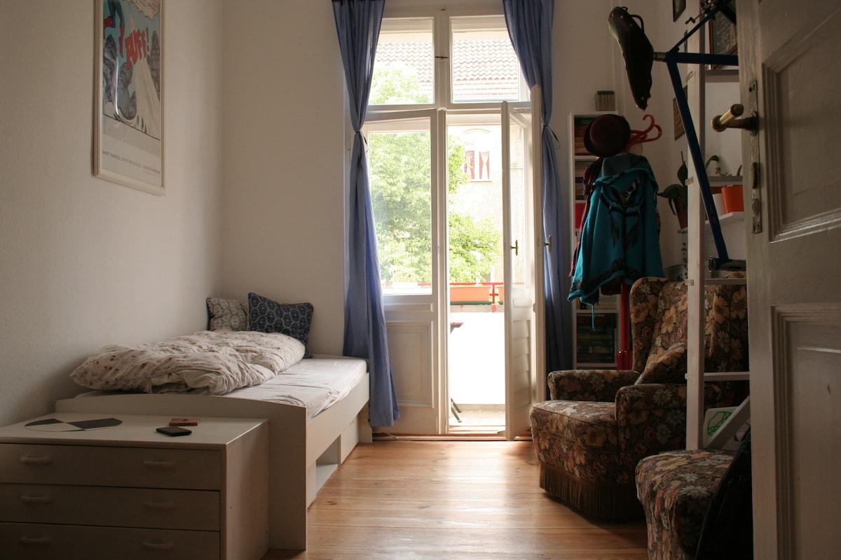 Heart of Neukölln: Room to rent