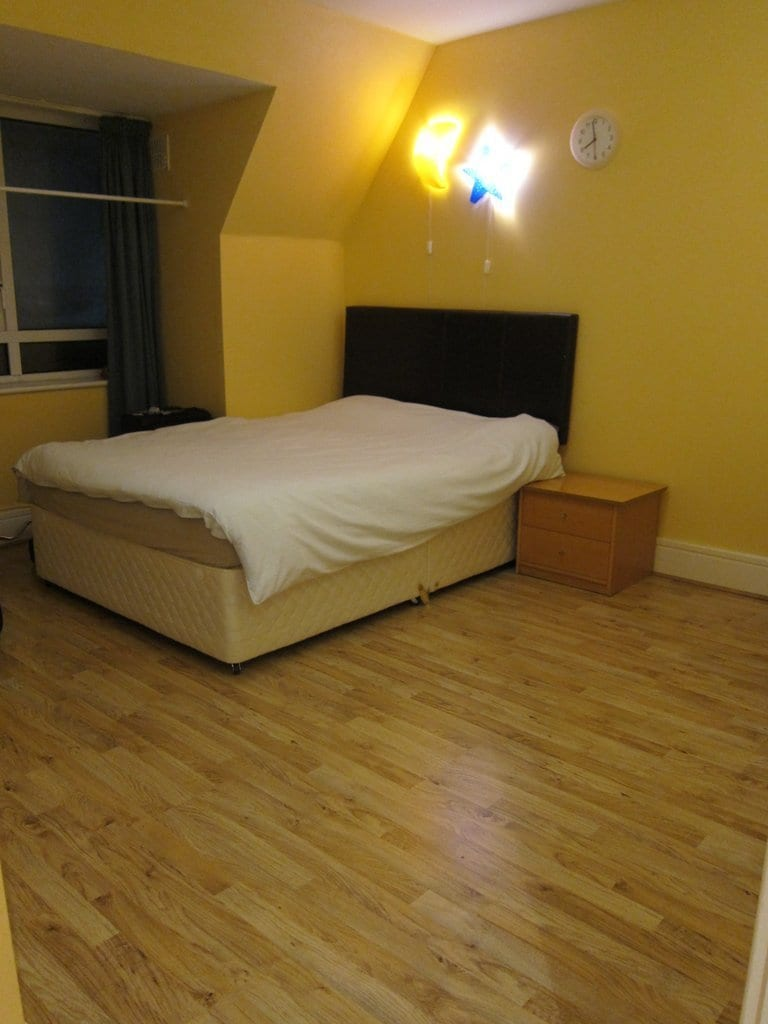 Spacious double room in Beaumont D9