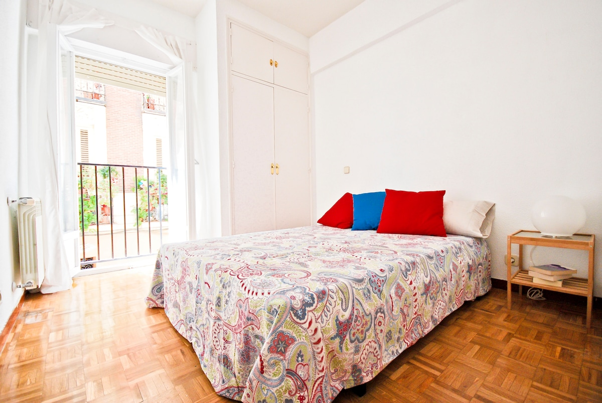 LOVELY ROOM IN THE HEART OF MADRID!