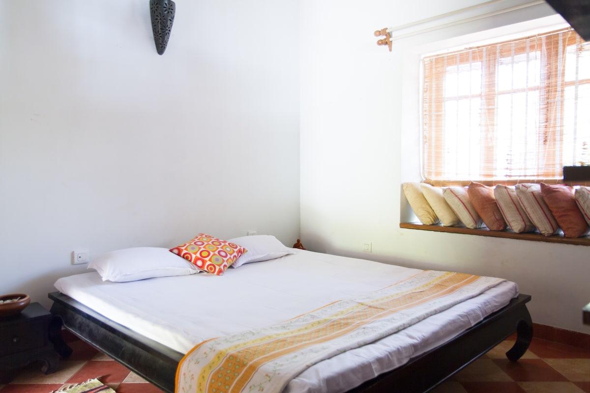 Cosy Room in Villa just off Main Rd