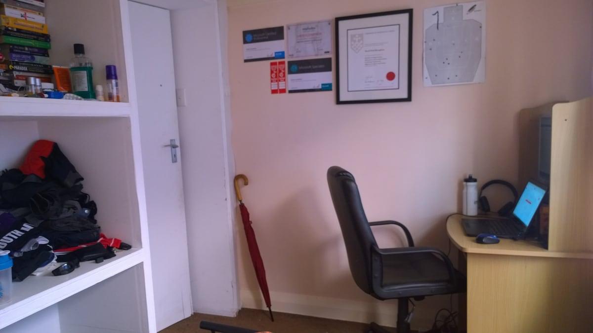 Room available, Bronte Beach