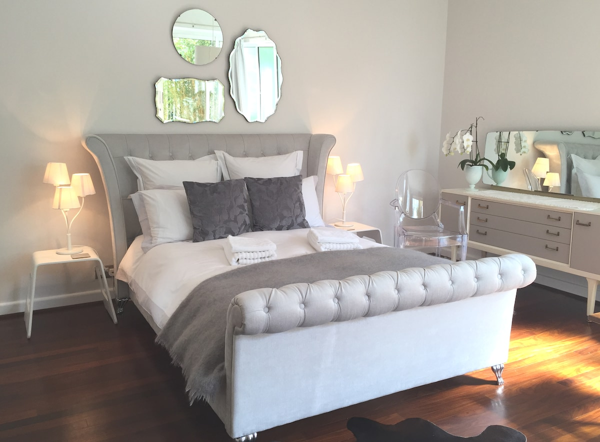 The Grey Room double with en suite bathroom