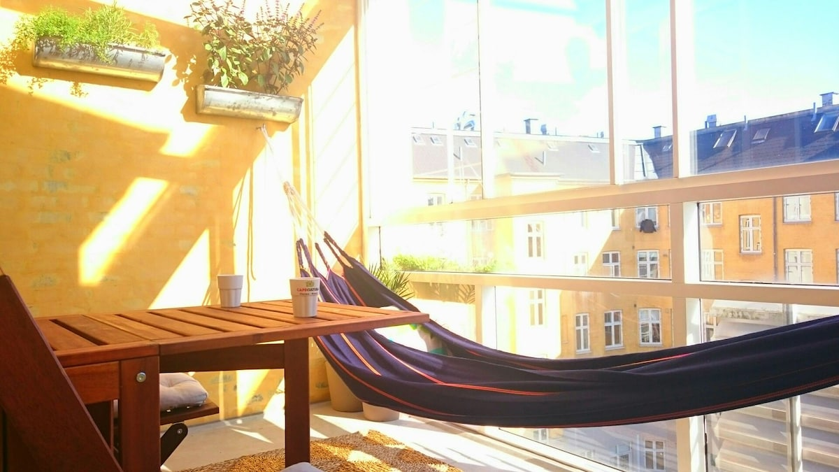 Rooftop flat with sun lounge