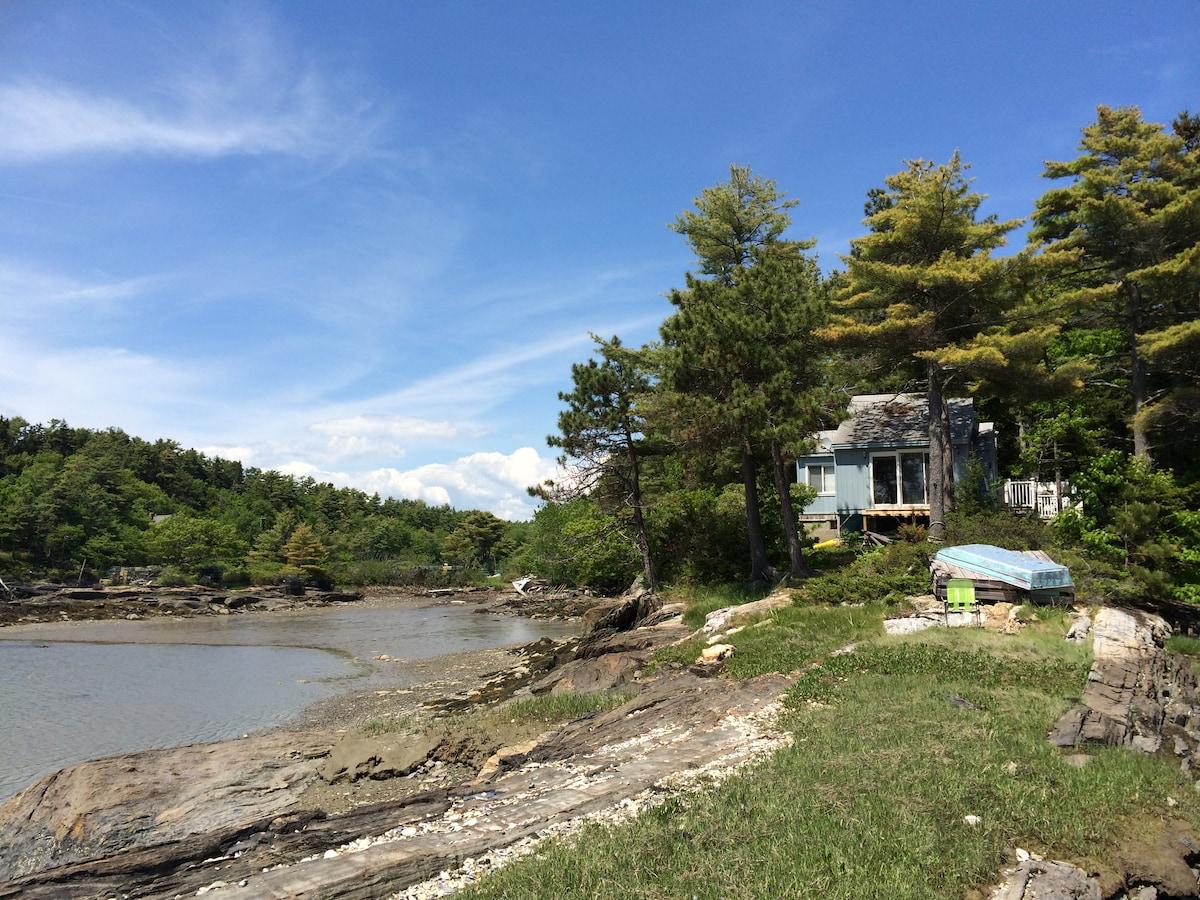 Quaint Maine Coastal Cottage