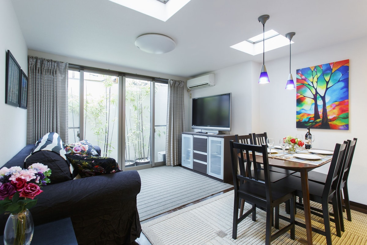 Bright and modern furnishings.