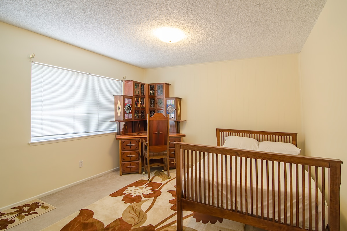 Large, Private Room Near Pepperdine