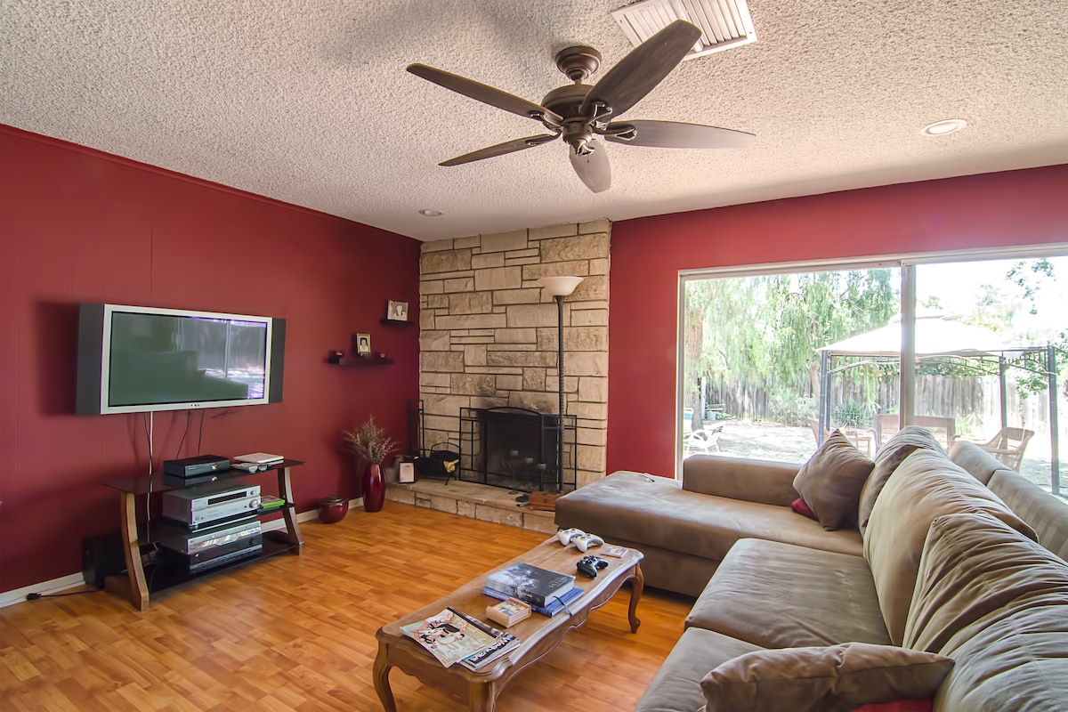Big living room with flatscreen TV with free movies on Amazon, Youtube vidoes