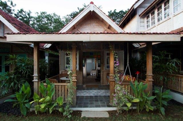 Dutch Colonial wood house style