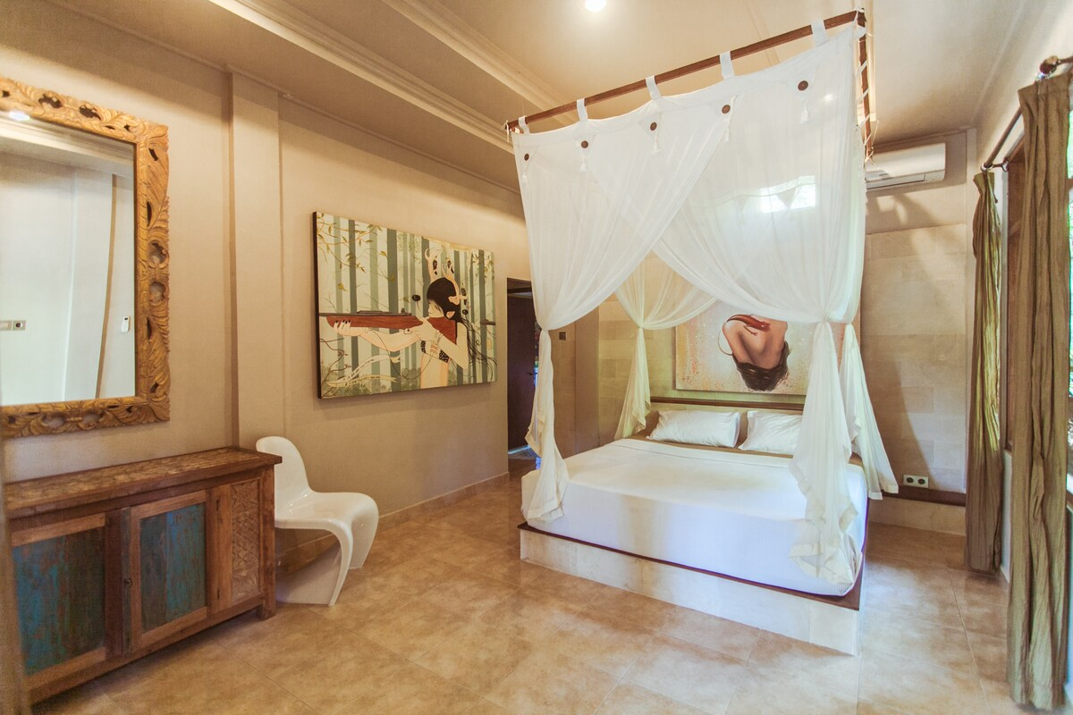Private Loft in a Classical Villa!