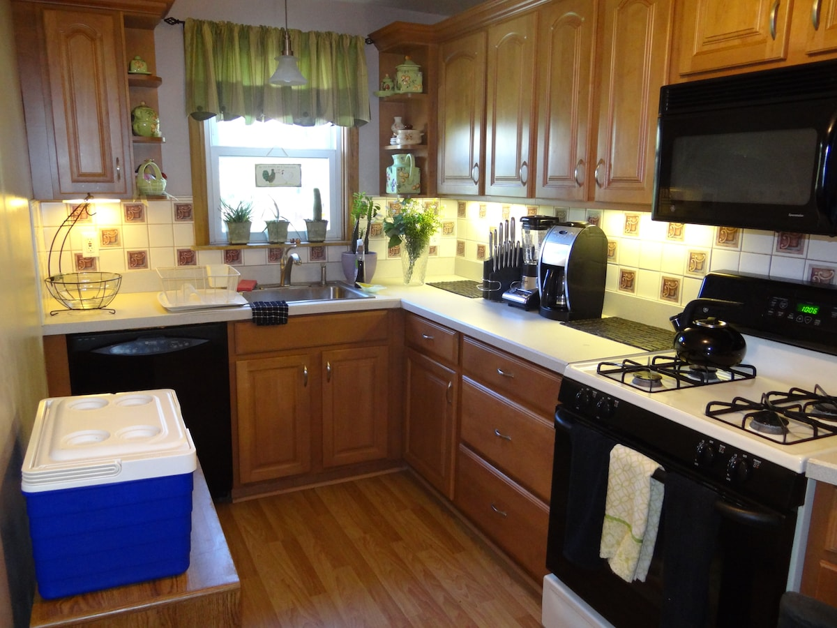 This house has everything necessary to make special memories, including a fully equipped kitchen to make your own meals.